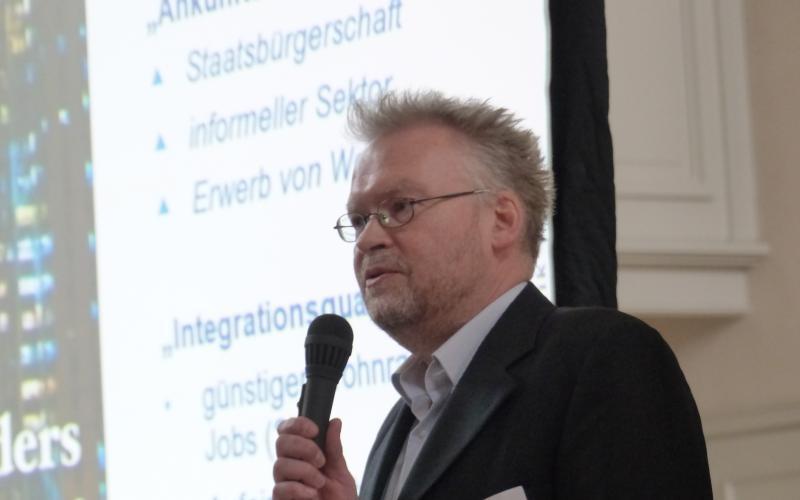 """Erfahrungen aus dem """"Fundus"""" der Sozialen Stadt stelle Dr. Thomas Franke vom Deutschen Institut für Urbanistik (DIFU) vor"""